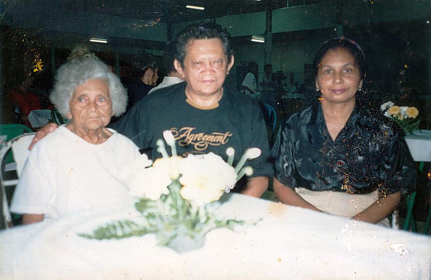 Com a mãe e a esposa Tereza (1991)