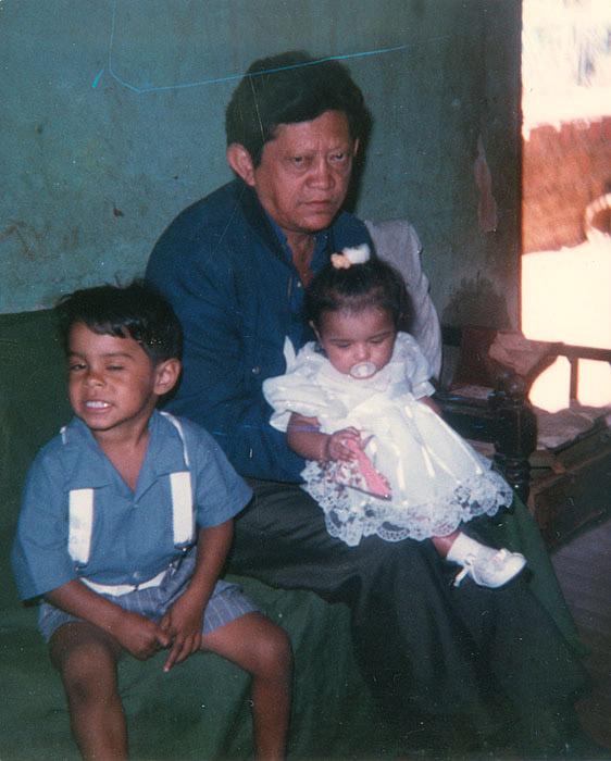 Com os netos Tiago e Ana Paula (1990)