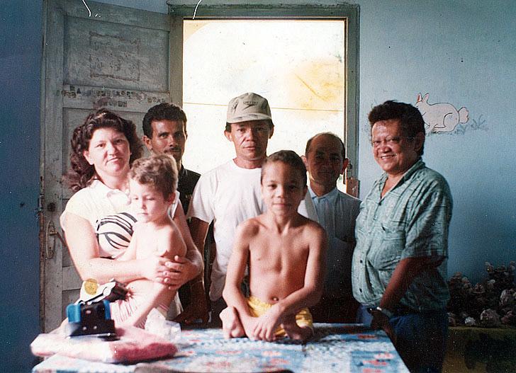 Com criança vítima da talidomida (1988)