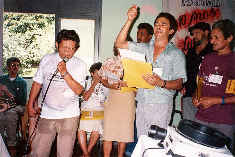 Cantando na comemoração dos dez anos do Morhan (1991)