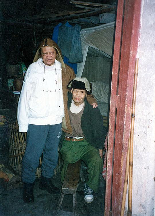 Na China com morador de colônia (1996)